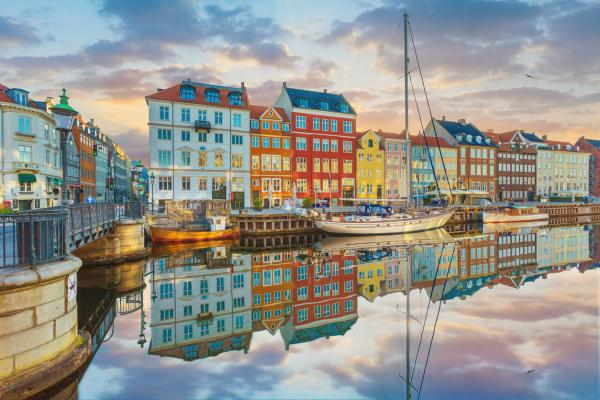 Nyhavn,_Copenhagen,_Denmark.jpg